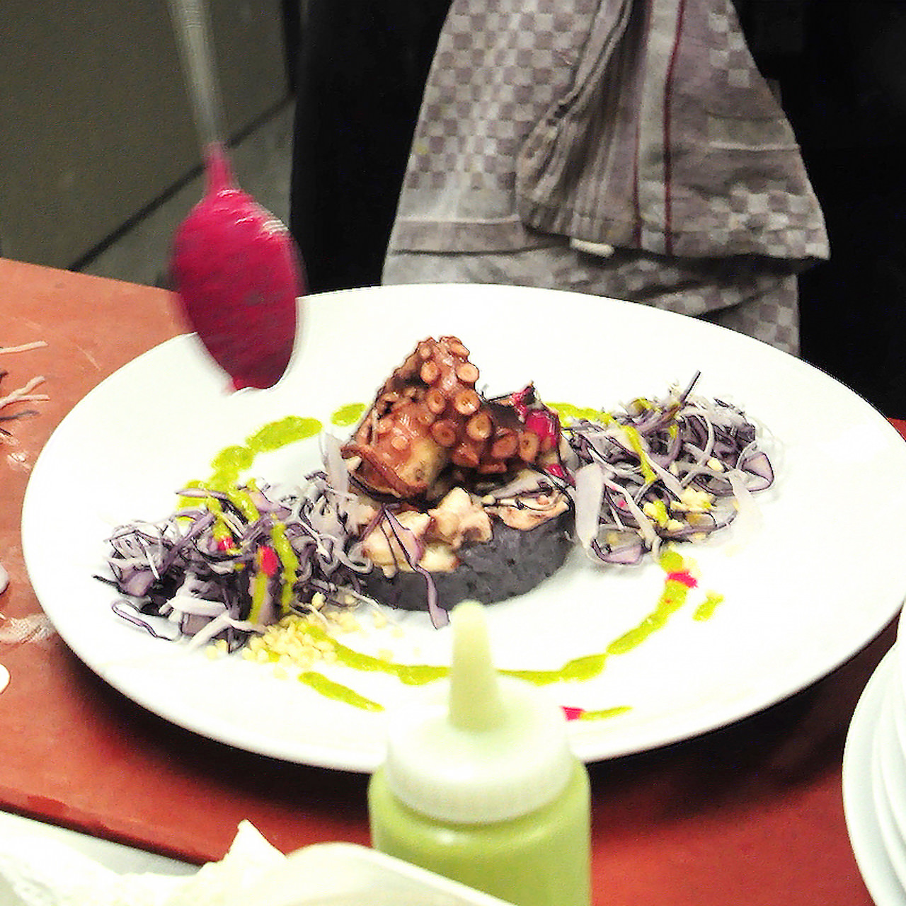 14-Polpo-con-patate-viola-insalatina-di-cavolo-cappuccio-e-salsa-verde